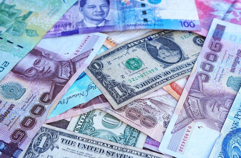 Куда вложить деньги: покупка валюты